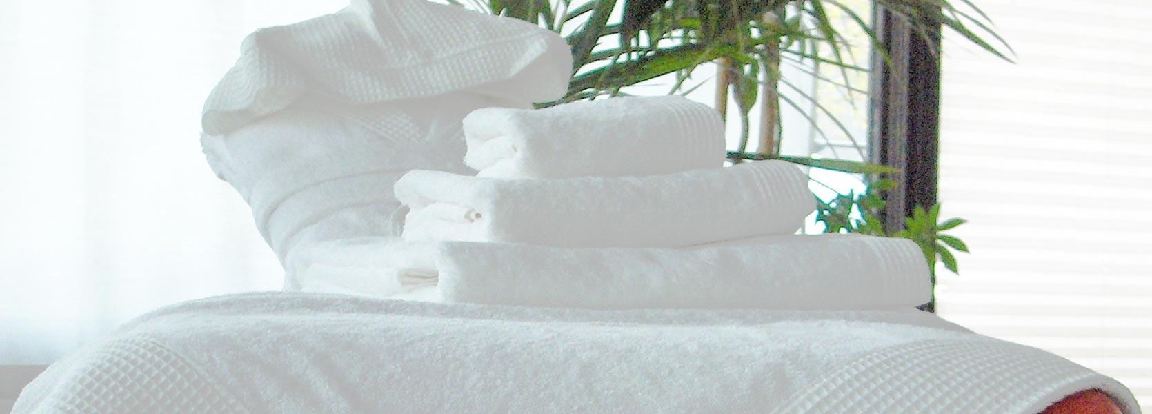 Set di asciugamani in spugna con bordo in nido d'ape